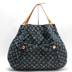 7dd4599f383f Louis Vuitton Bags - LOUIS VUITTON Denim Daily GM Gris Bleu
